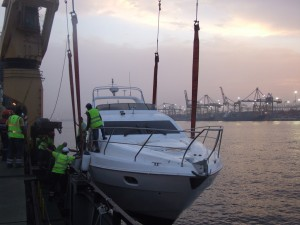 5-Lift crew gets of the yacht